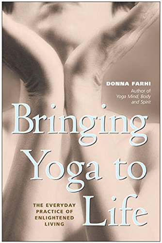 Bringing Yoga to Life: The Everyday Practice of Enlightened Living 9780060091149