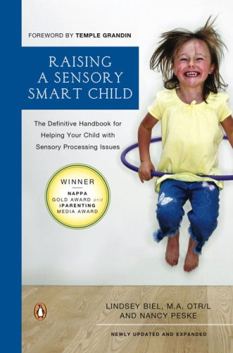 Raising a Sensory Smart Child: The Definitive Handbook for Helping Your Child with Sensory Processing Issues 9780143115342