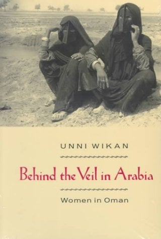 Behind the Veil in Arabia: Women in Oman 9780226896830