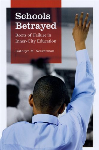 Schools Betrayed: Roots of Failure in Inner-City Education 9780226569611