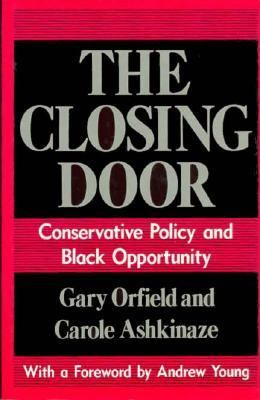 The Closing Door: Conservative Policy and Black Opportunity 9780226632728