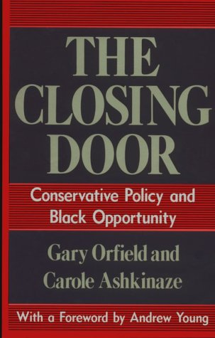 The Closing Door: Conservative Policy and Black Opportunity 9780226632735