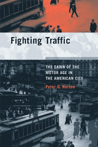 Fighting Traffic: The Dawn of the Motor Age in the American City 9780262516129