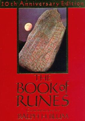 The Book of Runes: A Handbook for the Use of an Ancient Oracle: The Viking Runes [With 25 Stones] 9780312097585