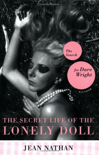 The Secret Life of the Lonely Doll: The Search for Dare Wright 9780312424923