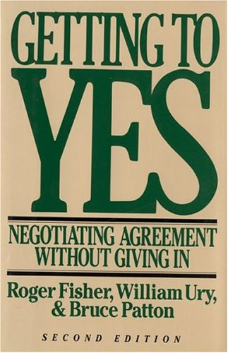 Getting to Yes: Negotiating Agreement Without Giving in 9780395631249
