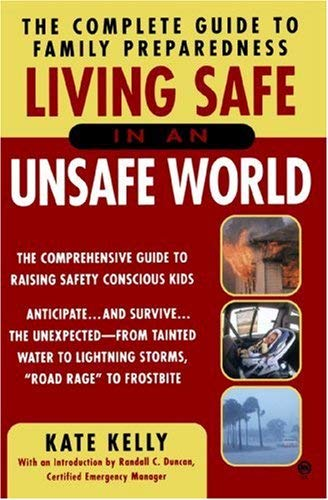 Living Safe in an Unsafe World: The Complete Guide to Family Preparedness 9780451409324