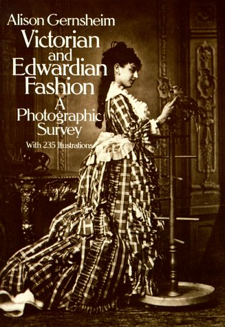 Victorian and Edwardian Fashion: A Photographic Survey 9780486242057