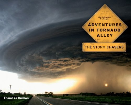 Adventures in Tornado Alley: The Storm Chasers 9780500287378