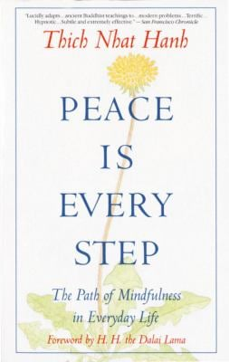 Peace is Every Step: The Path of Mindfulness in Everyday Life 9780553351392