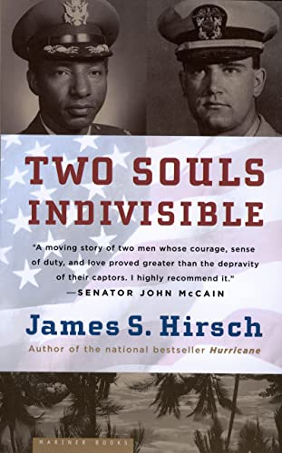 Two Souls Indivisible: The Friendship That Saved Two POWs in Vietnam 9780618562107
