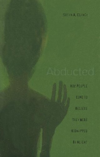 Abducted: How People Come to Believe They Were Kidnapped by Aliens 9780674024014
