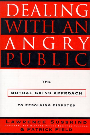 Dealing with an Angry Public: The Mutual Gains Approach to Resolving Disputes 9780684823027