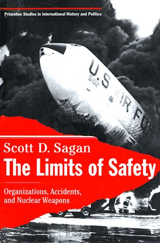 The Limits of Safety: Organizations, Accidents, and Nuclear Weapons 9780691021010