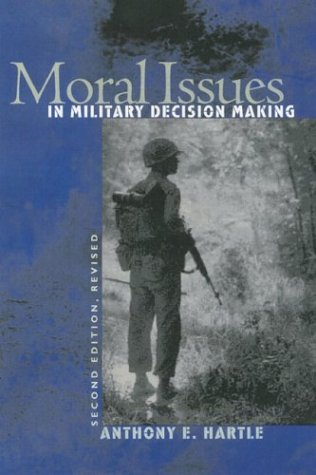 Moral Issues in Mil Dec Mak 2nd PB 9780700613212