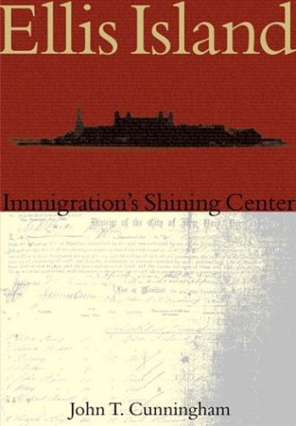 Ellis Island:: Immigration's Shining Center 9780738524283