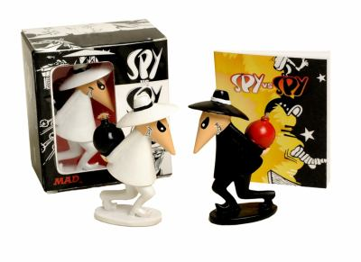 Spy vs. Spy [With Book(s) and 2 Spy Figurines] 9780762439522