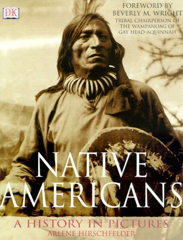 Native Americans: A History in Pictures 9780789451620