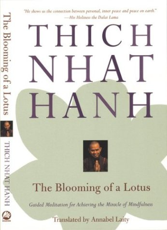 The Blooming of a Lotus: Guided Meditations for Achieving the Miracle of Mindfulness 9780807012376