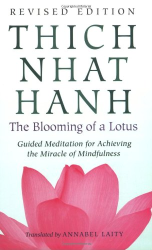 The Blooming of a Lotus: Guided Meditation for Achieving the Miracle of Mindfulness 9780807012383