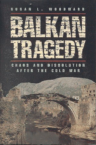 Balkan Tragedy: Chaos and Dissolution After the Cold War 9780815795131