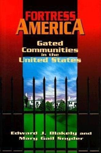 Fortress America: Gated Communities in the United States 9780815710028