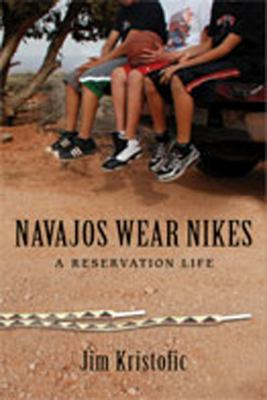 Navajos Wear Nikes: A Reservation Life 9780826349460
