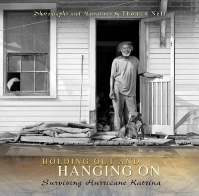 Holding Out and Hanging on: Surviving Hurricane Katrina 9780826217745