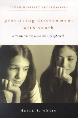 Practicing Discernment with Youth: A Transformative Youth Ministry Approach 9780829816310