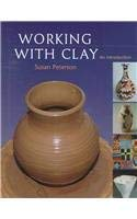 Working in Clay: An Introduction to Ceramics 9780879519032
