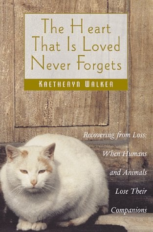 The Heart That is Loved Never Forgets: Recovering from Loss: When Humans and Animals Lose Their Companions 9780892817023