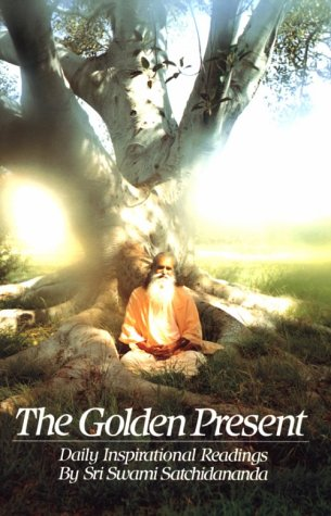 The the Golden Present: Daily Inspriational Readings by Sri Swami Satchidananda 9780932040305