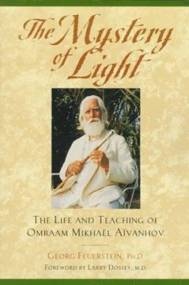 The Mystery of Light: The Life and Teaching of Oraam Mikhael Aivanhov 9780941255516