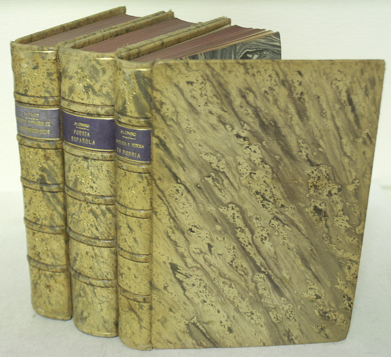 Estudios y Ensayos, tres tomos: 1 - Poetas Espanoles Contemporaneos, 2 - Poesia Espanola, Ensayo de metodos y limites estilisticos..., 3 - Materia y F BWB13022449