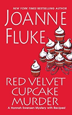 Red Velvet Cupcake Murder (Thorndike Press Large Print Mystery Series) 9781410456045