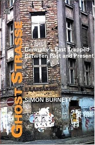 Ghost Strasse: Germany's East Trapped Between Past and Present 9781551642901