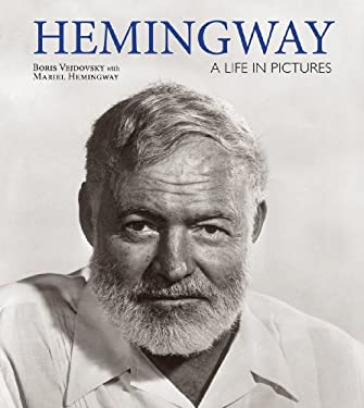 Hemingway: A Life in Pictures 9781554079469