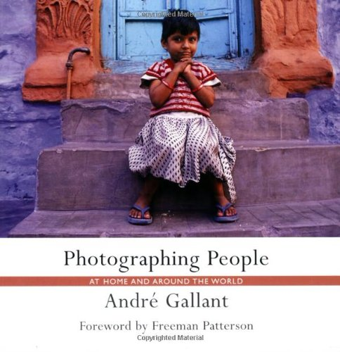 Photographing People: At Home and Around the World 9781552636947