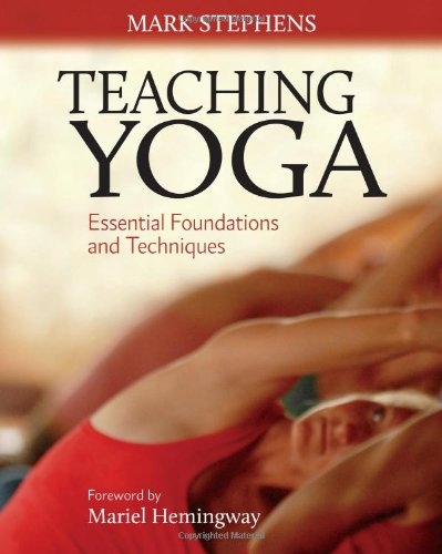 Teaching Yoga: Essential Foundations and Techniques 9781556438851