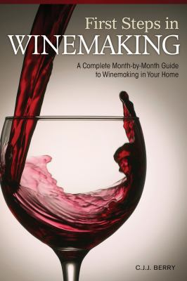 First Steps in Winemaking: A Complete Month-By-Month Guide to Winemaking in Your Home 9781565236028