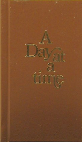 A Day at a Time: Daily Reflections for Recovering People 9781568380483