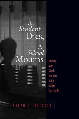 Student Dies, a School Mourns: Dealing with Death and Loss in the School Community 9781560327424