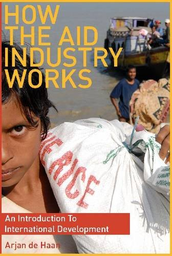 How the Aid Industry Works: An Introduction to International Development 9781565492875