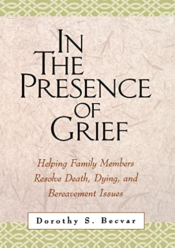 In the Presence of Grief: Helping Family Members Resolve Death, Dying, and Bereavement Issues 9781572306974