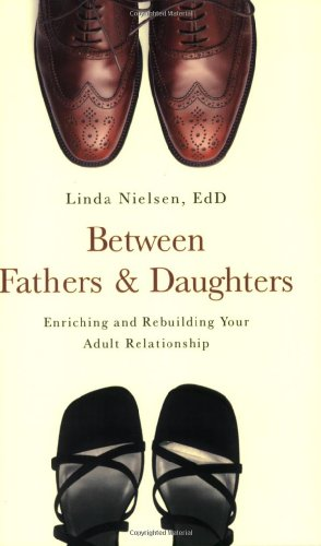 Between Fathers and Daughters: Enriching and Rebuilding Your Adult Relationship 9781581826616
