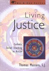 Living Justice: Catholic Social Teaching in Action - Massaro, S. J. / Massaro, Thomas