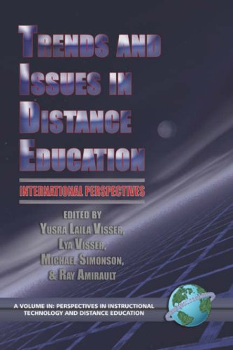 Trends and Issues in Distance Education: International Perspectives (PB) 9781593112127