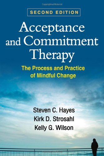 Acceptance and Commitment Therapy: The Process and Practice of Mindful Change 9781609189624