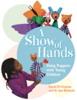 A Show of Hands: Using Puppets with Young Children 9781929610365