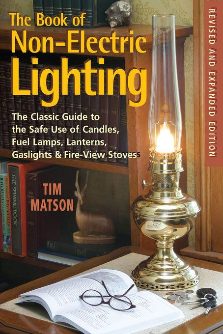 The Book of Non-Electric Lighting: The Classic Guide to the Safe Use of Candles, Fuel Lamps, Lanterns, Gas Lights & Fireview Stoves EB9781581578294